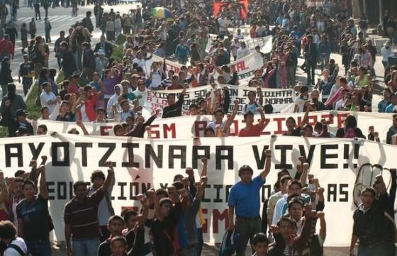 estudiantes-Ayotzinapa-619x400