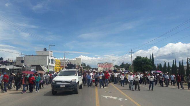 Indigenous Peoples Caravan passing through Nochixtlán.