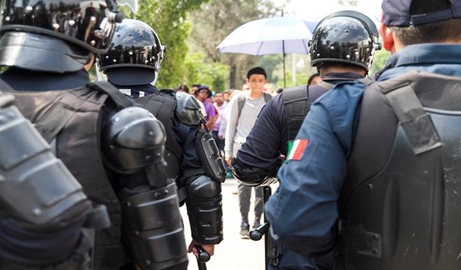police-student-blockade-oaxaca