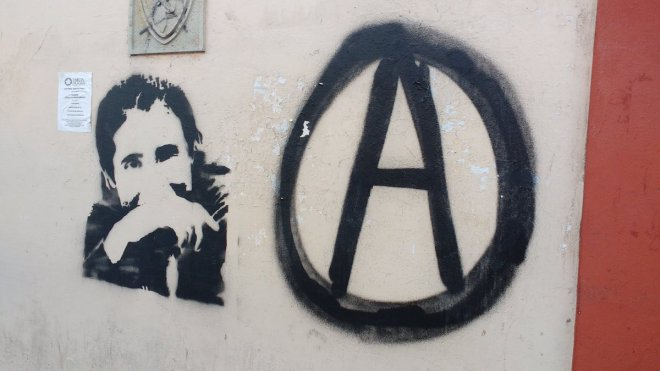 Graffiti in Oaxaca commemorating Salvador Olmos, anarchist and community journalist, murdered by police in Huajuapan.