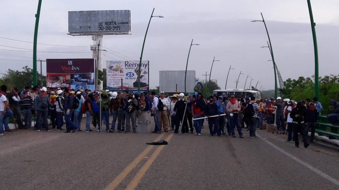 Teachers in Chiapas blockade the international airport in Tuxtla Gutiérrez.