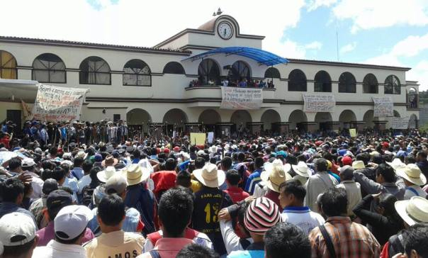 Communities in Oxchuc, Chiapas rally against the imposition of politicians.
