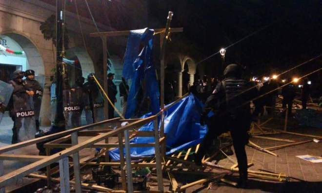State and municipal police in Oaxaca destroy the teachers' encampment in the Zócalo.