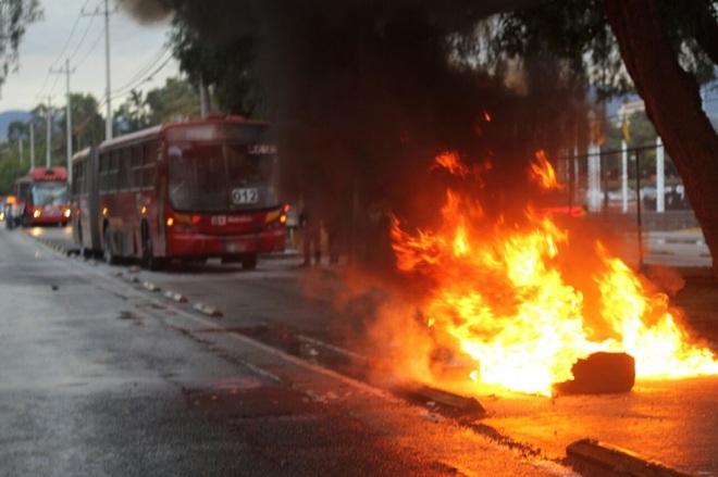 metrobus-blockade-fire-mexico