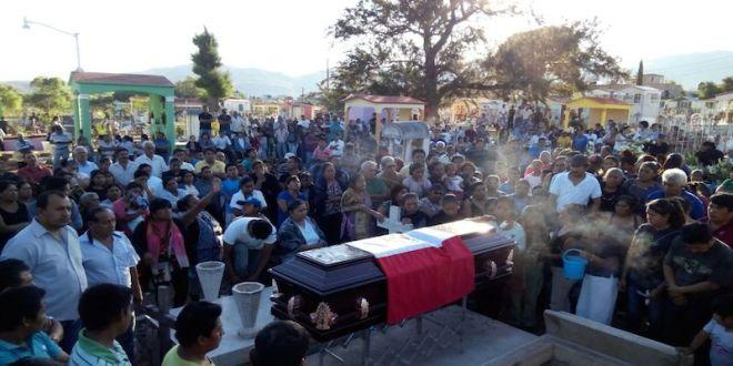 Funeral of CRAC-PC leader Irineo Salmerón Dircio.